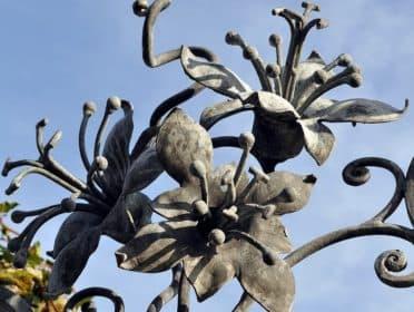 kovanye-lilii