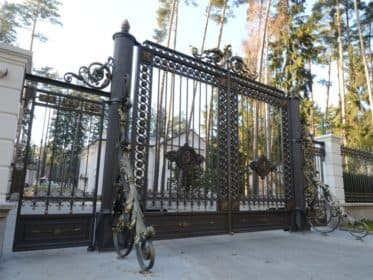Ворота в имперском стиле