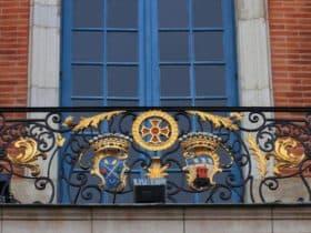 Кованый балкон в стиле рококо