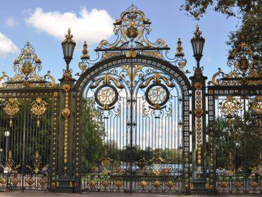 Кованые ворота в Лионе