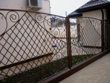 Интересный забор