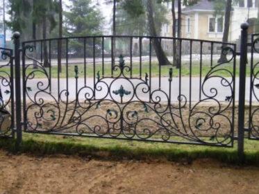 Роскошный забор
